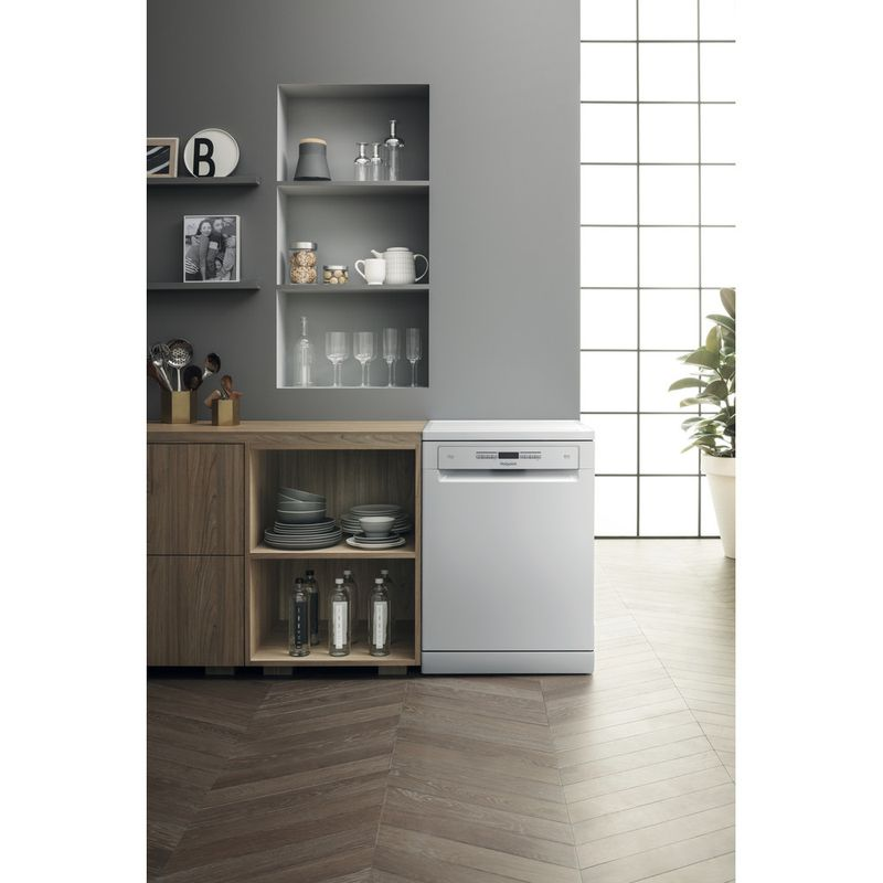 Hotpoint-Dishwasher-Free-standing-HFO-3O32-WG-C-UK-Free-standing-A-Lifestyle_Frontal
