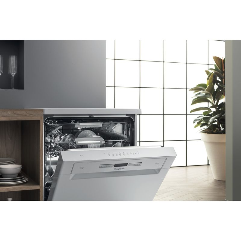 Hotpoint-Dishwasher-Free-standing-HFO-3O32-WG-C-UK-Free-standing-A-Lifestyle_Perspective_Open