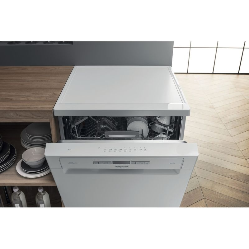 Hotpoint-Dishwasher-Free-standing-HFO-3O32-WG-C-UK-Free-standing-A-Lifestyle_Frontal_Open