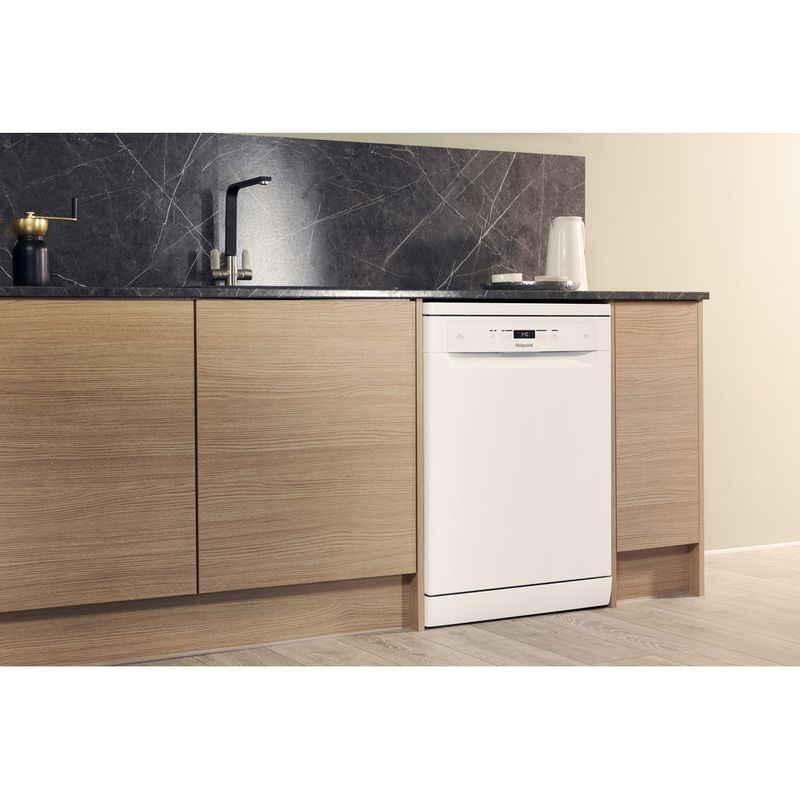 Hotpoint-Dishwasher-Free-standing-HFC-3C26-W-UK-Free-standing-A---Lifestyle_Perspective