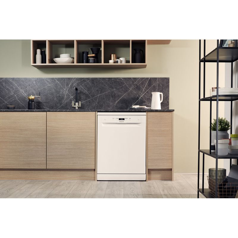 Hotpoint-Dishwasher-Free-standing-HFC-3C26-W-UK-Free-standing-A---Lifestyle_Frontal
