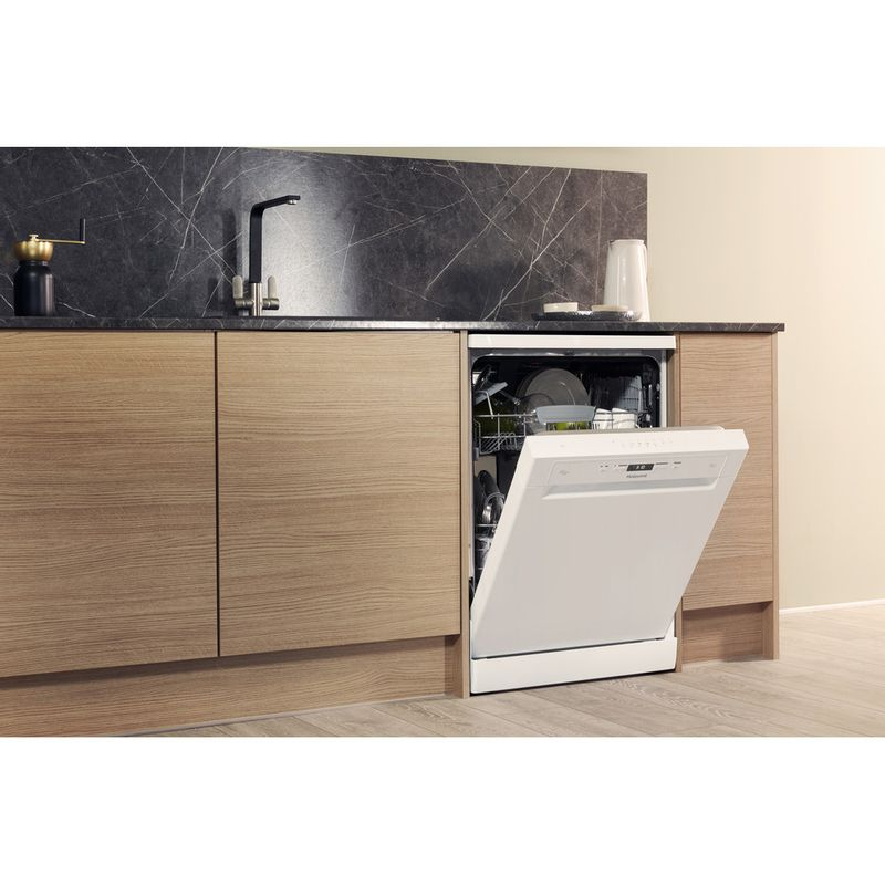 Hotpoint-Dishwasher-Free-standing-HFC-3C26-W-UK-Free-standing-A---Lifestyle_Perspective_Open