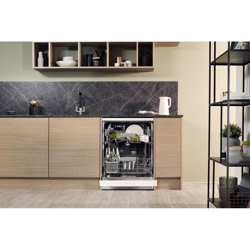 Hotpoint-Dishwasher-Free-standing-HFC-3C26-W-UK-Free-standing-A---Lifestyle_Frontal_Open