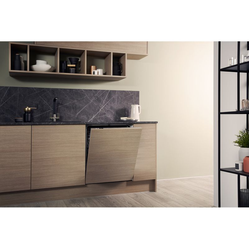 Hotpoint-Dishwasher-Built-in-HIC-3C26-WF-UK-Full-integrated-A---Lifestyle-perspective
