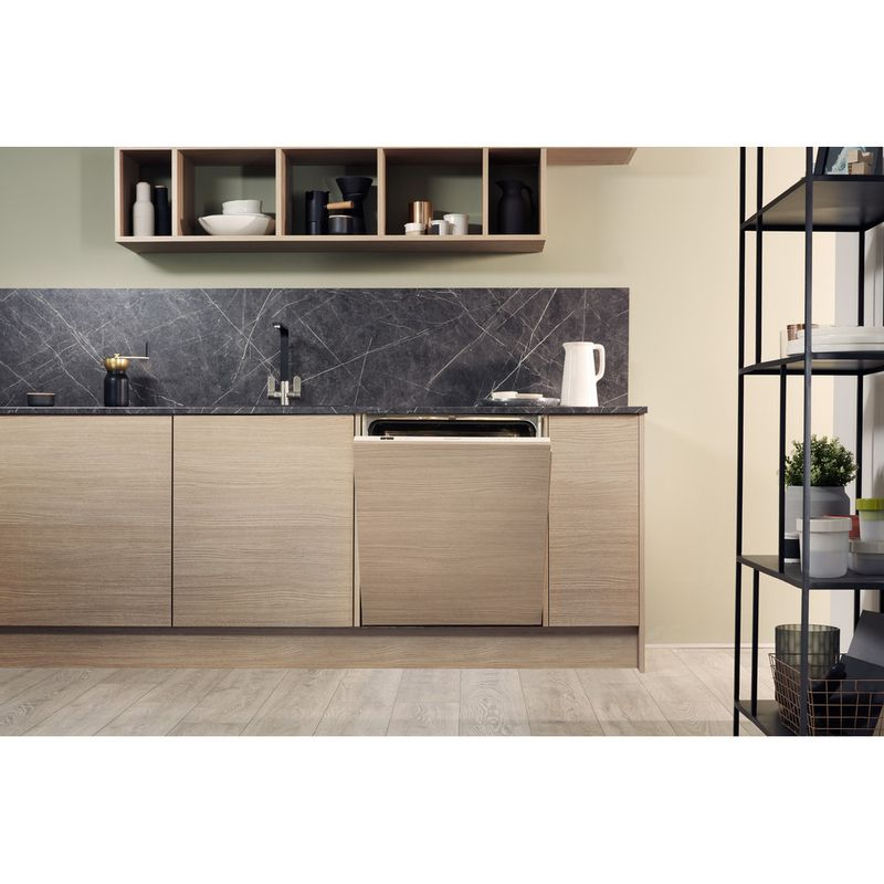 Hotpoint-Dishwasher-Built-in-HIP-4O22-WGT-C-E-UK-Full-integrated-A---Lifestyle-frontal
