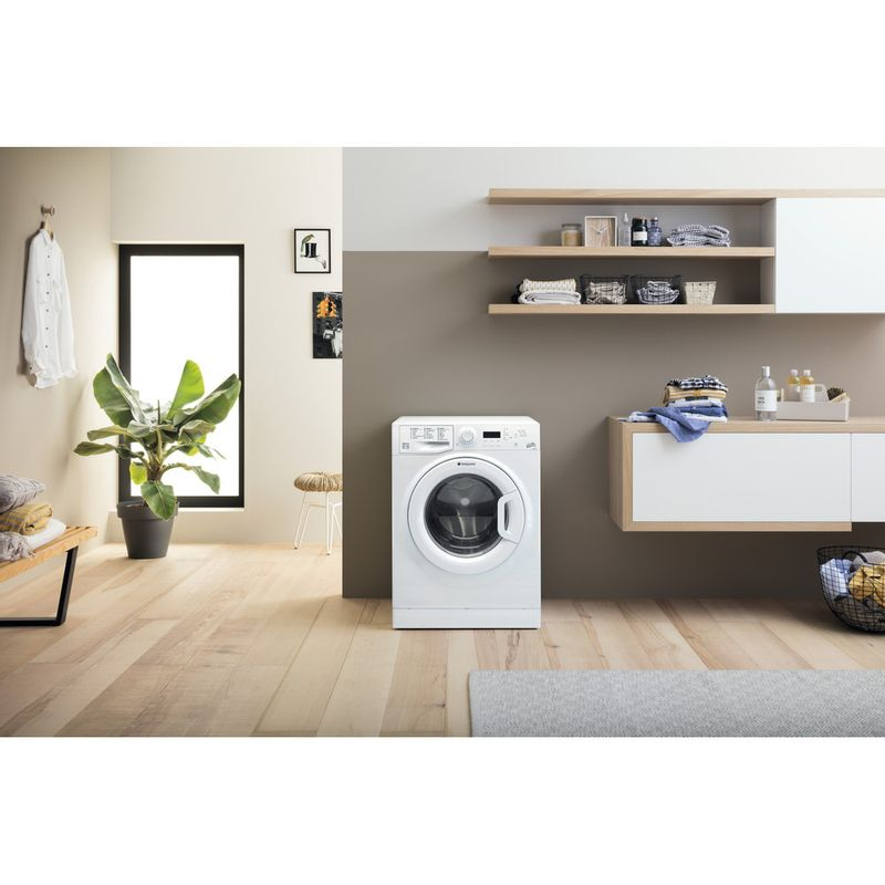 Hotpoint-Washing-machine-Free-standing-WMEUF-944P-UK-White-Front-loader-A----Lifestyle_Frontal
