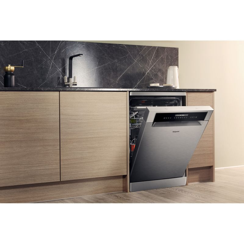Hotpoint-Dishwasher-Free-standing-HFP-4O22-WG-C-X-UK-Free-standing-A---Lifestyle_Perspective_Open