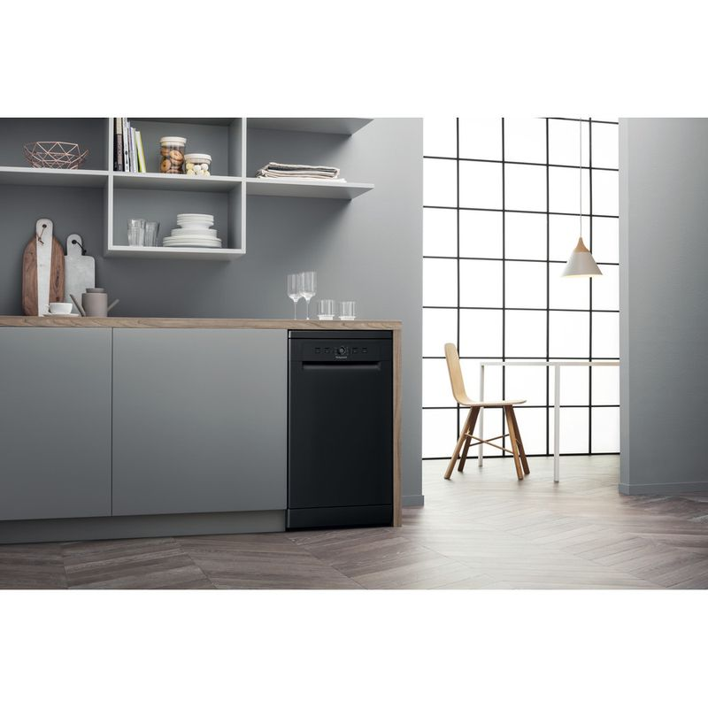 Hotpoint-Dishwasher-Free-standing-HSFE-1B19-B-UK-Free-standing-F-Lifestyle-perspective