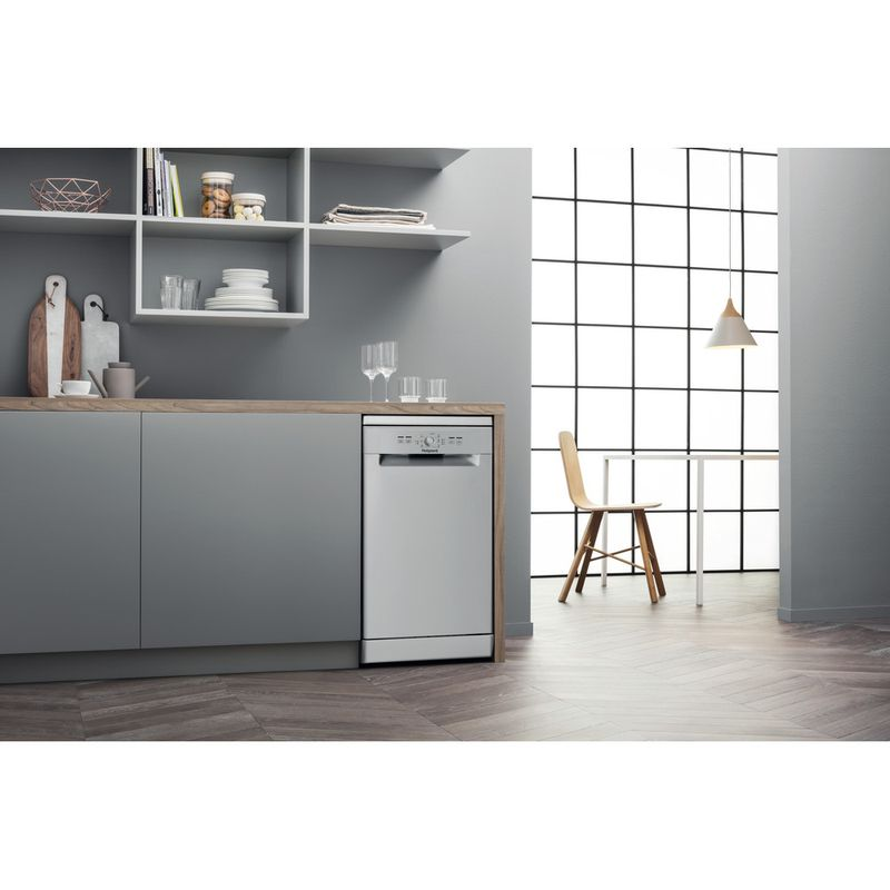 Hotpoint-Dishwasher-Free-standing-HSFE-1B19-S-UK-Free-standing-F-Lifestyle-perspective
