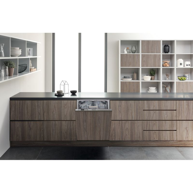 Hotpoint-Dishwasher-Built-in-HSIC-3T127-UK-Full-integrated-A---Lifestyle_Frontal