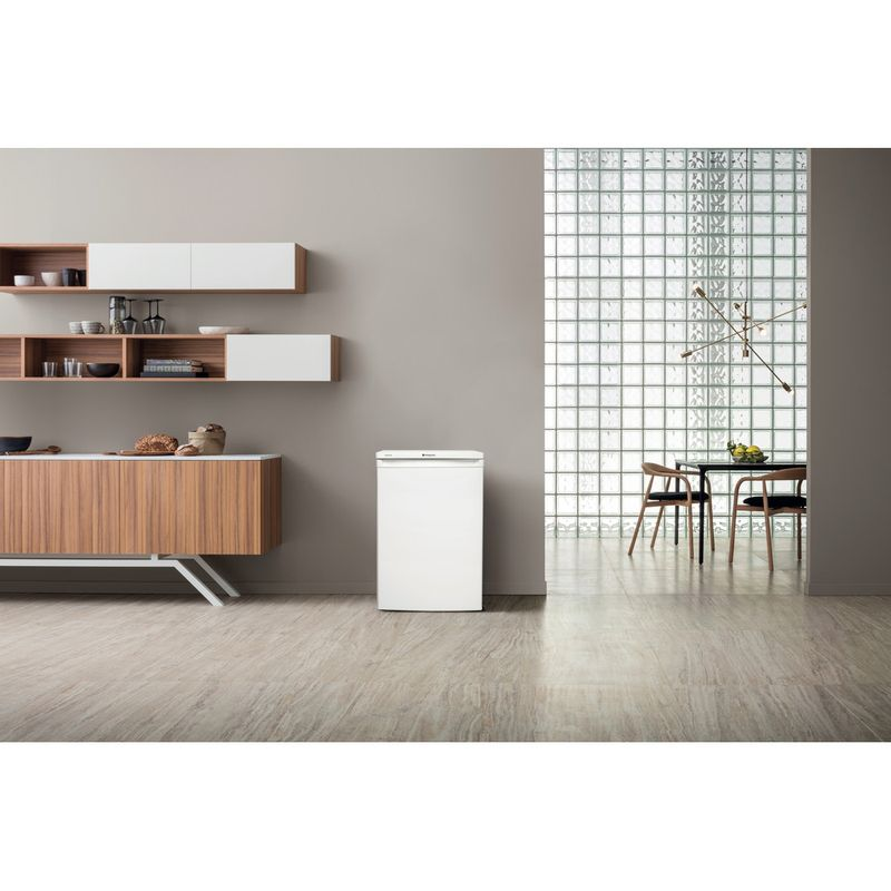 Hotpoint-Refrigerator-Free-standing-RSAAV22P.1.1-White-Lifestyle_Frontal