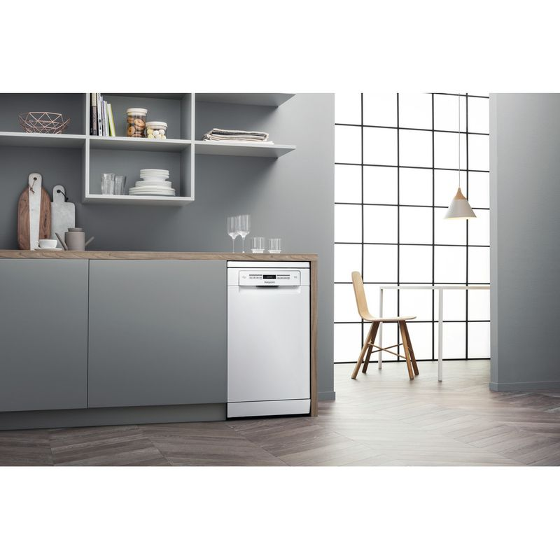 Hotpoint-Dishwasher-Free-standing-HSFO-3T223-W-UK-Free-standing-A---Lifestyle_Perspective