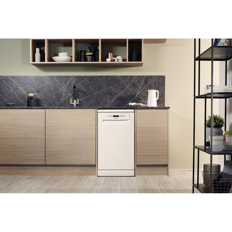 Hotpoint-Dishwasher-Free-standing-HSFO-3T223-W-UK-Free-standing-A---Lifestyle_Frontal