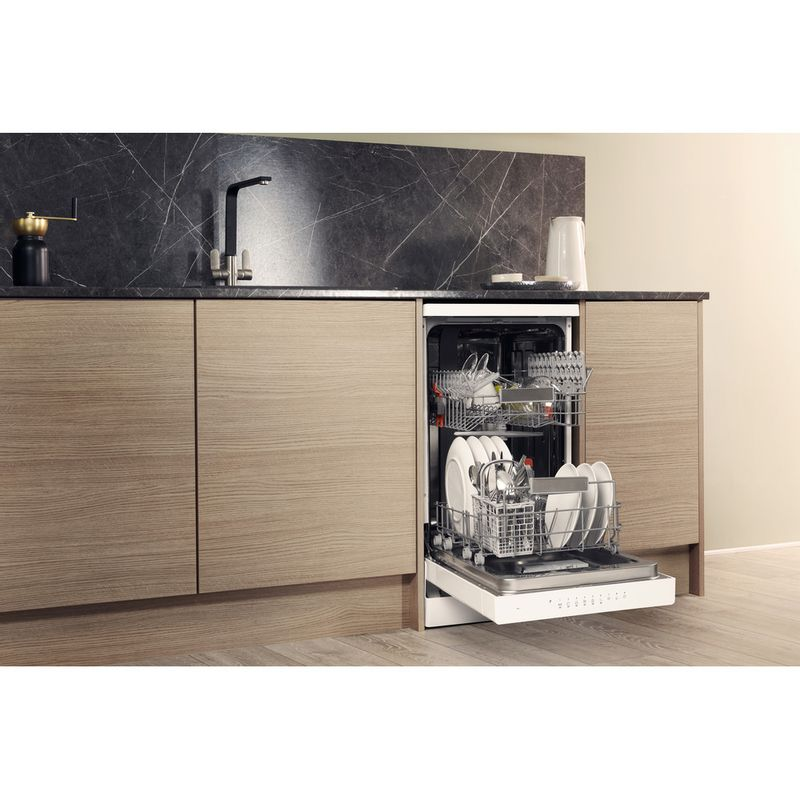 Hotpoint-Dishwasher-Free-standing-HSFO-3T223-W-UK-Free-standing-A---Lifestyle_Perspective_Open