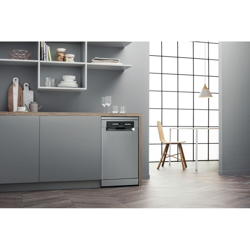 Hotpoint-Dishwasher-Free-standing-HSFO-3T223-W-X-UK-Free-standing-A---Lifestyle_Perspective