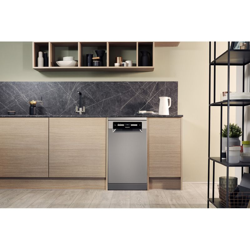 Hotpoint-Dishwasher-Free-standing-HSFO-3T223-W-X-UK-Free-standing-A---Lifestyle_Frontal