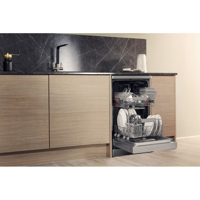 Hotpoint-Dishwasher-Free-standing-HSFO-3T223-W-X-UK-Free-standing-A---Lifestyle_Perspective_Open
