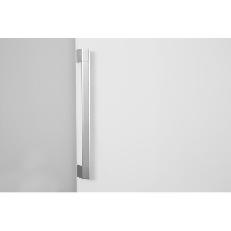 Hotpoint-Refrigerator-Free-standing-SH8-1Q-GRFD-UK.1-Graphite-Lifestyle-detail