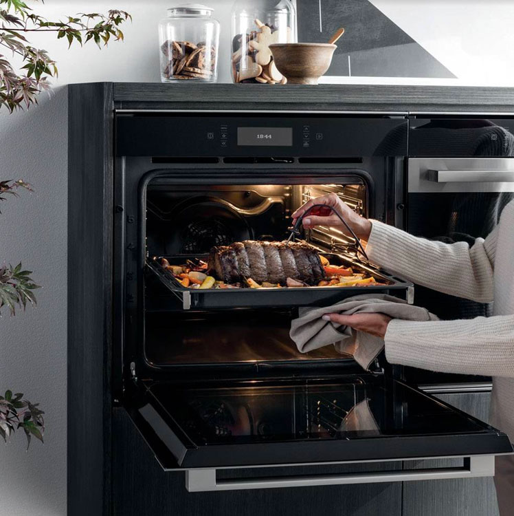 Hotpoint Multiflow Technology Ovens